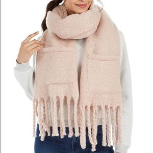 NWT Steve Madden scarf with pockets